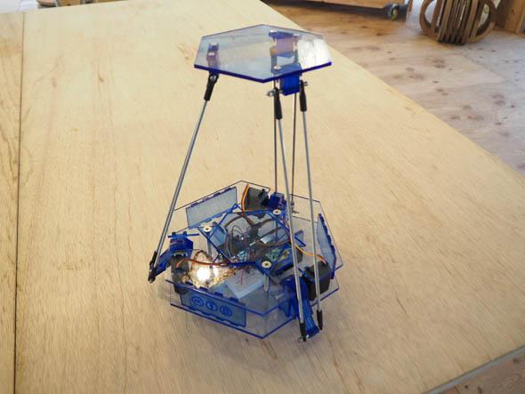 田中浩也研究室が考案・企画した「OCPC Delta Kit」(アクリル板バージョン)