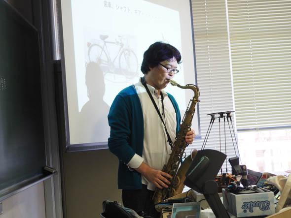田中氏はテナー・サックスを吹いた