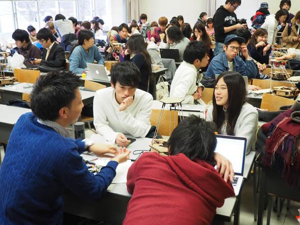 授業後半では、「個人的に何かの役に立つ工作機械(ロボット)」のアイデア出しが行われた