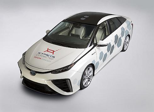 衛星通信機能を搭載する燃料電池車「ミライ」の実験車