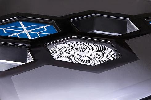 Kymetaの技術を活用して開発した車載用平面アンテナ