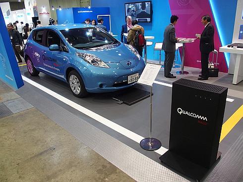 電気自動車「リーフ」を使ったクアルコムのワイヤレス給電技術「Halo」のデモ