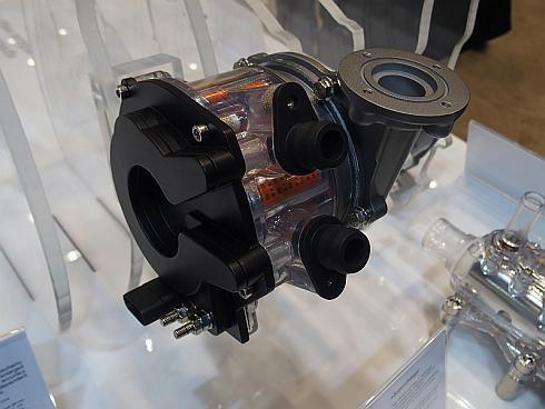 マグナが開発中の電動スーパーチャージャー