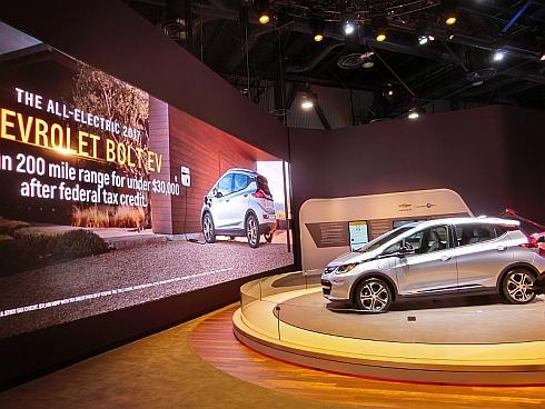 GMが公開した次世代電気自動車「Bolt EV」