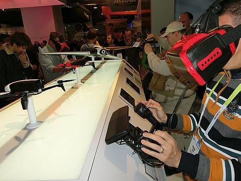 パロットが展示した「Gear VR」を用いたドローンのコントローラ