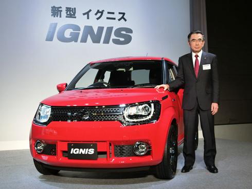 2016年2月18日から発売するスズキの小型クロスオーバーSUV「イグニス」と同社社長の鈴木俊宏氏