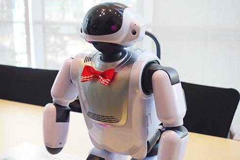 VAIOが同社の安曇野工場で生産する富士ソフトのロボット「Palmi」