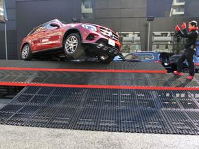 完全にタイヤが浮いても登りきれる