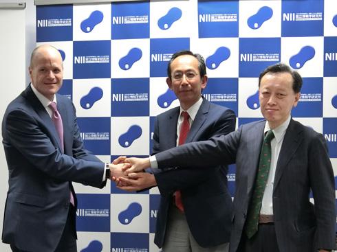 左から日本IBMのキャメロン・アート氏、国立情報学研究所の喜連川優氏、同研究所の石塚満氏