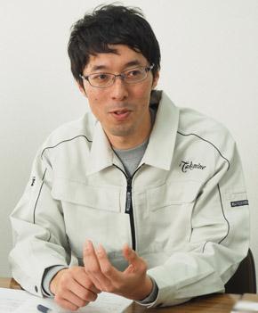 高峰楽器製作所 研究開発課 土井貴弘氏。「Creo」によるパーツ設計から加工パス作成までを手掛ける。スピーカー製造のプロジェクトリーダーも務めている