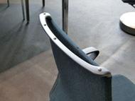 椅子の背もたれに装着した専用のマーカー
