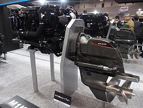 エンジン「M1KD-VH」とヤンマー製ドライブユニット