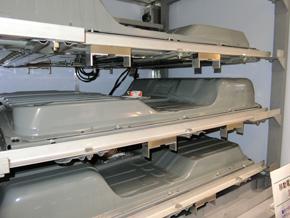 リーフのリチウムイオン電池を使用したバックアップ電源の内部。使用済み車載リチウムイオン電池の再利用もできる
