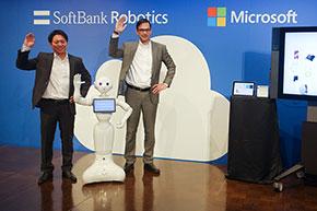 ソフトバンクロボティクス 代表取締役社長 冨澤文秀氏と日本マイクロソフト 代表執行役 平野拓也氏