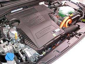 「アイオニック」のハイブリッド車のエンジンルーム