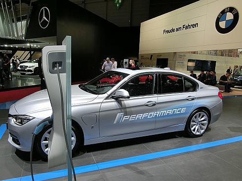 BMWの「i-Performanceシリーズ」のプラグインハイブリッド車「330e」