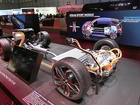Peugeot(プジョー)も2モーター式ハイブリッドシステムを展示していた