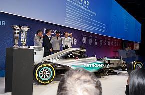 レーシングドライバーのルイス・ハミルトン氏も登場したクアルコムのMWC2016の基調講演