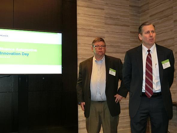 「Nuance Automotive Innovation Day」で話す、ニュアンス自動車事業部 筆頭副社長のBob Schassier氏(写真右側)