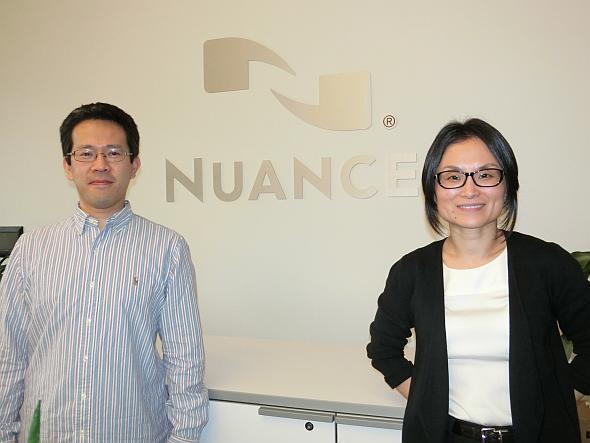 ニュアンスのChao Wang氏(写真右側)と同社日本語開発リーダーの岡本剛氏(写真左側)