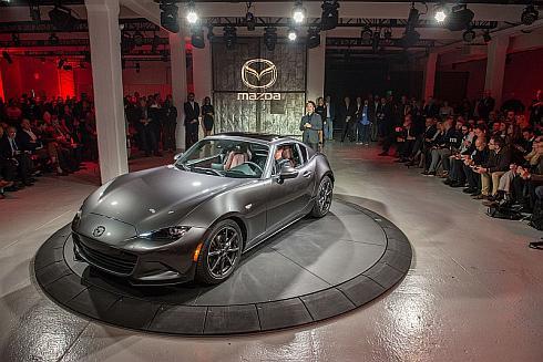 「ニューヨークモーターショー2016」では電動ハードトップ搭載の「ロードスター RF」も初公開された
