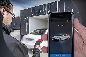 スマートフォンを使った車庫出しのイメージ