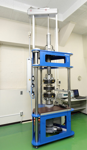 日本品質保証機構の中部試験センターに導入したHBMのトルク基準機
