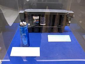 「フィット」のアイドリングストップシステムの電力源となるキャパシタユニット