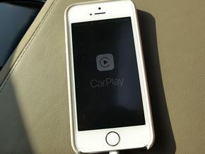 Appleが車載情報機器とiPhoneを連携させる「CarPlay」を発表した2014年のジュネーブモーターショーから2年経ち、CarPlay対応車種が増え始めた