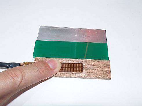「ラフェスパ」を使えば、木材、樹脂、金属の表面に触れた時の温感を計測できる