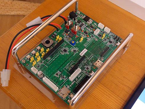 ユーシーテクノロジが提供するIoT-Engineの開発キット。IoT-Engineを搭載するためのコネクタをはじめ、USBや各種センサーなどを備えている