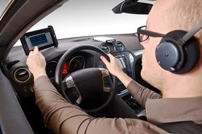 手のひら大の外形寸法で振動騒音を計測することができる車載の小型多チャンネル計測システム「SCADAS XS」