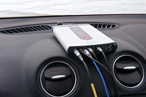 車載計測を行う場合、タブレット端末と無線LANで接続できる