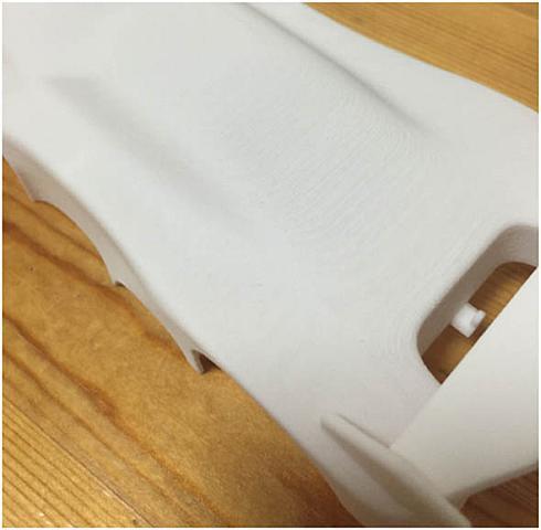 SLS方式で出力したミニ四駆ボディー(拡大)。高品質な仕上がりが特長だ