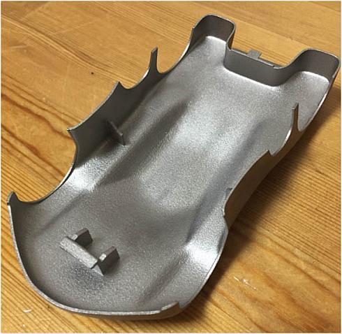 チタン素材で出力したミニ四駆ボディーの内側