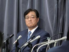 5月11日の国土交通省での会見に出席した三菱自動車の益子修氏