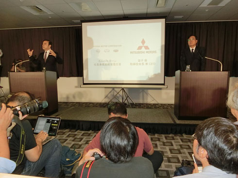 燃費不正問題について国土交通省に報告した翌日に、日産自動車が三菱自動車に2370億円を出資することが公表された