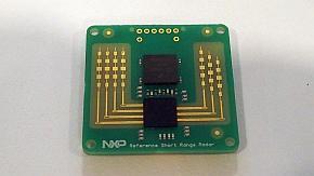 切手サイズのミリ波レーダーモジュール