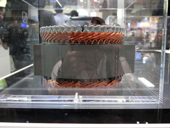 展示した電動パワーステアリング用モーターに採用した高密度な巻き線技術は、モータージェネレーターで使われている