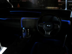 アンビエントライティングが体感できる運転席