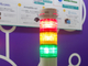 信号灯の赤青黄で設備監視、PLCやセンサー情報も併せて管理