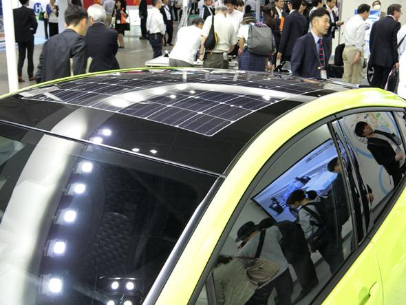 走行に必要なエネルギーを太陽光発電でまかなえる世界初のシステムを搭載する