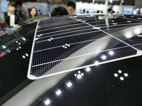 2009年発売の先代「プリウス」に搭載した太陽光発電システム「ソーラーベンチレーションシステム」から進化した