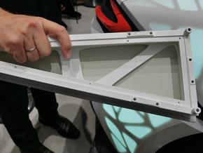 車両の骨格の一部。樹脂製の骨格に布張りで軽量化を図る
