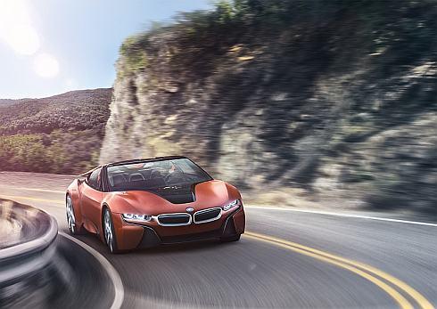 「BMW iNEXT」をイメージした「iビジョン・フューチャー・インタラクション」の走行シーン