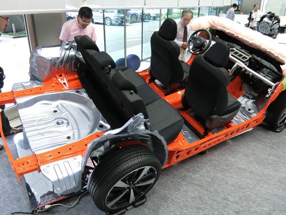 スバル グローバル プラットフォームのカットモデル