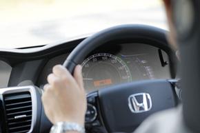 メータークラスタで衝突の危険があることをドライバーに知らせる