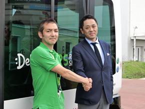 写真左からDeNA オートモーティブ事業部の辻口敬生氏とイオンの齊藤岳彦氏