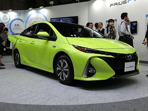 「スマートコミュニティ Japan 2016」で披露した新型「プリウスPHV」の国内仕様車