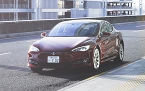 Tesla MotorsのモデルSが死亡事故を起こした。ドライバーはオートパイロットを過信した可能性が